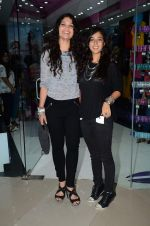 Ayesha Kapoor, Shaira at friendship Day celebration at Ayesha Store, Phoenix Mills Lower Parel on 30th July 2015 (36)_55bb2496603e7.JPG