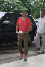 Sonu Nigam snapped at the airport on 31st July 2015