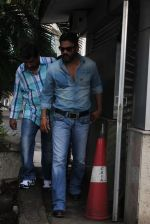 Sunil Shetty snapped at the airport in Mumbai on 31st July 2015 (40)_55bba7b459051.JPG