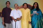 Anant Mahadevan, Kavita Krishnamurthy, L. Subramaniam at the music launch of Gour Hari Dastaan on 31st July 2015 (66)_55bcaaf136e7a.JPG