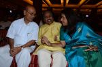 Kavita Krishnamurthy, L. Subramaniam at the music launch of Gour Hari Dastaan on 31st July 2015 (66)_55bcaa0291027.JPG