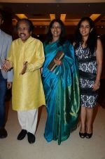 Kavita Krishnamurthy, L. Subramaniam at the music launch of Gour Hari Dastaan on 31st July 2015 (59)_55bcab7e73675.JPG