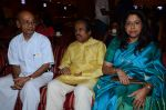 Kavita Krishnamurthy, L. Subramaniam at the music launch of Gour Hari Dastaan on 31st July 2015 (63)_55bcab8805d09.JPG