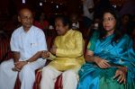 Kavita Krishnamurthy, L. Subramaniam at the music launch of Gour Hari Dastaan on 31st July 2015 (64)_55bca9ff36a7e.JPG