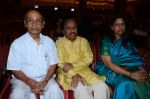 Kavita Krishnamurthy, L. Subramaniam at the music launch of Gour Hari Dastaan on 31st July 2015 (71)_55bcab957076e.JPG