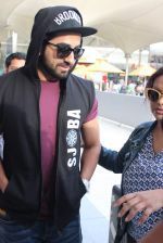 Ayushmann Khurrana snapped at the airport on 1st Aug 2015 (3)_55bdc9f5597a5.JPG