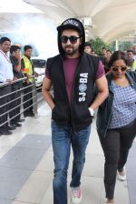 Ayushmann Khurrana snapped at the airport on 1st Aug 2015 (5)_55bdc9f749497.JPG