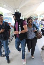 Ayushmann Khurrana snapped at the airport on 1st Aug 2015 (8)_55bdc9fa0e514.JPG