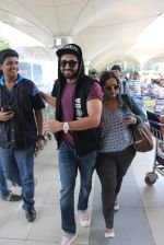 Ayushmann Khurrana snapped at the airport on 1st Aug 2015 (9)_55bdc9fad0b2a.JPG