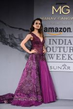 Kangana Ranaut walk for Manav Gangwani Show at India Couture Week 2015 Day 5 on 1st Aug 2015
