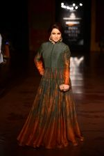 Tisca Chopra walk for Harpreet and Rimple Narula Show at India Couture Week 2015 on 1st Aug 2015  (5)_55be1536c4c22.JPG