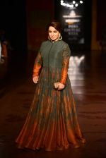 Tisca Chopra walk for Harpreet and Rimple Narula Show at India Couture Week 2015 on 1st Aug 2015  (6)_55be153810728.JPG
