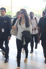 Aishwarya Rai Bachchan snapped at the airport on 2nd Aug 2015