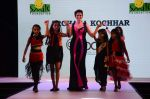 Isha Koppikar at Smile Foundations Fashion Show Ramp for Champs, a fashion show for education of underpriveledged children on 2nd Aug 2015 (4)_55bf1df450060.JPG