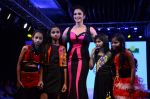 Isha Koppikar at Smile Foundations Fashion Show Ramp for Champs, a fashion show for education of underpriveledged children on 2nd Aug 2015 (6)_55bf1df668dbc.JPG