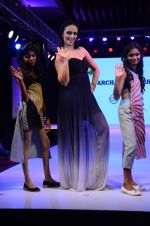 Roshni Chopra at Smile Foundations Fashion Show Ramp for Champs, a fashion show for education of underpriveledged children on 2nd Aug 2015