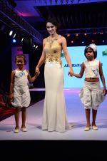 Tara Sharma at Smile Foundations Fashion Show Ramp for Champs, a fashion show for education of underpriveledged children on 2nd Aug 2015(270)_55bf1b984a002.JPG
