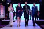 Tara Sharma, Archana Kochhar, Jackky Bhagnani at Smile Foundations Fashion Show Ramp for Champs, a fashion show for education of underpriveledged children on 2nd Aug 2015(291)_55bf1b9a22d4d.JPG