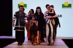 Urvashi Sharma, Sachiin Joshi at Smile Foundations Fashion Show Ramp for Champs, a fashion show for education of underpriveledged children on 2nd Aug 2015