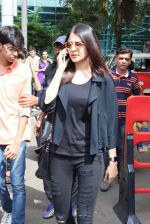 Anushka Sharma snapped at Mumbai airport on 3rd Aug 2015 (1)_55c080b7b80a2.JPG