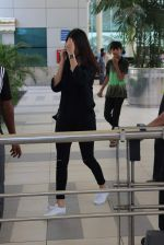 Anushka Sharma snapped at Mumbai airport on 3rd Aug 2015 (2)_55c080b88dd5e.JPG