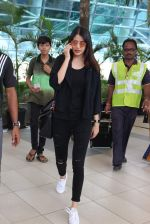 Anushka Sharma snapped at Mumbai airport on 3rd Aug 2015 (4)_55c080ba231e8.JPG