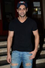 Karan Wahi at Manish Paul_s bday in Mumbai on 3rd Aug 2015 (41)_55c07f56d6967.JPG