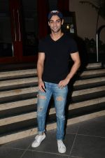 Karan Wahi at Manish Paul_s bday in Mumbai on 3rd Aug 2015 (44)_55c07f5a13e42.JPG