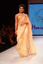 Model walks for Amy Billimoria at IIJW on 3rd Aug 2015 (136)_55c079407e0d2.JPG