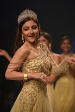 Soha Ali Khan walk for Manali Jagtap Show at IIJW 2015 on 4th Aug 2015