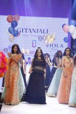 Hrishitaa Bhatt walk the ramp for IIJW 2015  Day 2 on 4th Aug 2015