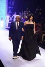 Model walk the ramp for Varuna Jani Show at IIJW 2015 on 4th Aug 2015