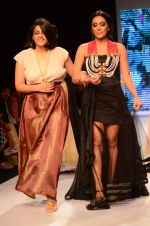 Shweta Salve walk the ramp for IIJW 2015  Day 2 on 4th Aug 2015 (199)_55c1b0dd6636d.JPG
