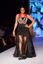 Shweta Salve walk the ramp for IIJW 2015  Day 2 on 4th Aug 2015
