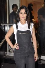 Anjana Sukhani at Namrata Purohit_s The Lazy Girl_s Guide to Being Fit book Launch in crossword Kemps Corner on 5th Aug 2015 (10)_55c31c2145747.JPG