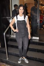 Anjana Sukhani at Namrata Purohit_s The Lazy Girl_s Guide to Being Fit book Launch in crossword Kemps Corner on 5th Aug 2015 (9)_55c31c09dfc96.JPG