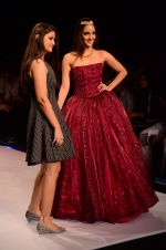 Kiara Advani walk the ramp for IIJW 2015 Day 3 on 5th Aug 2015 (62)_55c3203a03c03.JPG