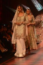 Model walk the ramp for IIJW 2015 Day 3 on 5th Aug 2015 (155)_55c320b9e0314.JPG