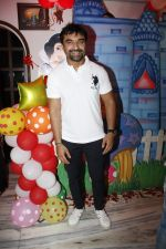 Ajaz Khan at Sara Khan Birthday Party in Mumbai on 6th Aug 2015 (24)_55c4537a30db8.jpg