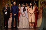 Sonam Kapoor walk the ramp for Shyamal bhumika Grand Finale Show at IIJW 2015 on 6th Aug 2015