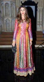 Shweta nanda at Abu Jani Sandeep Khosla unveiled their latest collection- VARANASI at the opening of BMW India Bridal Fashion Week on 7th Aug 2015 (38)_55c5d6adcffa0.JPG