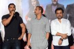 Anees Bazmee, John Abraham, Nana Patekar at Welcome Back title song launch in Mumbai on 8th Aug 2015 (149)_55c7404d6915f.JPG