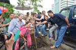 Meiyang Chang at tree plantation event in Malad on 9th Aug 2015 (20)_55c856374f59e.JPG