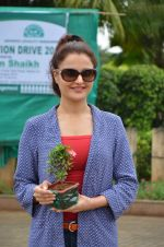 Monica Bedi at tree plantation event in Malad on 9th Aug 2015 (22)_55c8564429d5f.JPG
