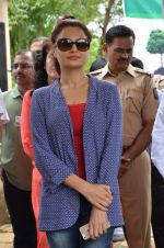 Monica Bedi at tree plantation event in Malad on 9th Aug 2015 (24)_55c8564508daa.JPG