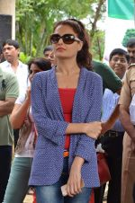 Monica Bedi at tree plantation event in Malad on 9th Aug 2015 (26)_55c85646ec28a.JPG
