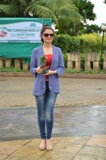 Monica Bedi at tree plantation event in Malad on 9th Aug 2015 (30)_55c8564a3f0b2.JPG