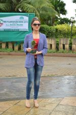 Monica Bedi at tree plantation event in Malad on 9th Aug 2015 (29)_55c856498a2cd.JPG