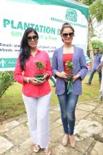 Sakshi Tanwar, Monica Bedi at tree plantation event in Malad on 9th Aug 2015 (18)_55c8565ecda04.JPG