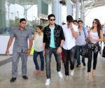 Akshay Kumar, Sidharth Malhotra, Jacqueline Fernandez at Brothers team at Delhi Airport on 10th Aug 2015